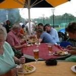 Bei Grillwürstchen und Bier gab es vielseitige Möglichkeiten die Gemeinsamkeiten und Stärken der neuen Landkreisstruktur zu besprechen.