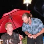 Bis in die Nacht hinein feierten zahlreiche Sozialdemokraten und ließen sich nicht von dem einsetzenden Regen abhalten.