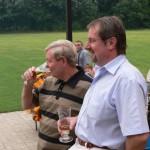 Walter Kulawik und Uwe Raubaum vom Köthener Ortsverein ließen sich das kühle Bier schmecken.