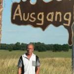 Nein er sucht nicht den Ausgang! Harald Lindau aus Elsnigk erkundet die reizvolle Gegend um die Goitzsche und rings um das Café.